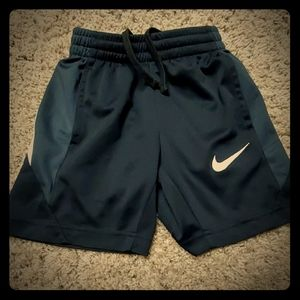 Nike boys dri-fit shorts size small 4-5 years
